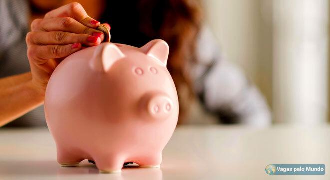 Como guardar dinheiro para morar fora
