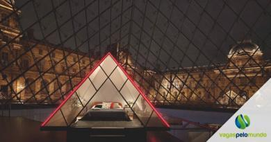 Dormir no Louvre