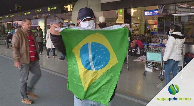 Brasileiros voltam de Portugal