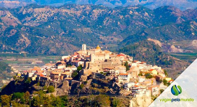 vilas na itália que pagam para você morar lá